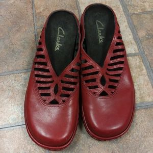 Clarks Womens US 6 red leather clogs mules loafer